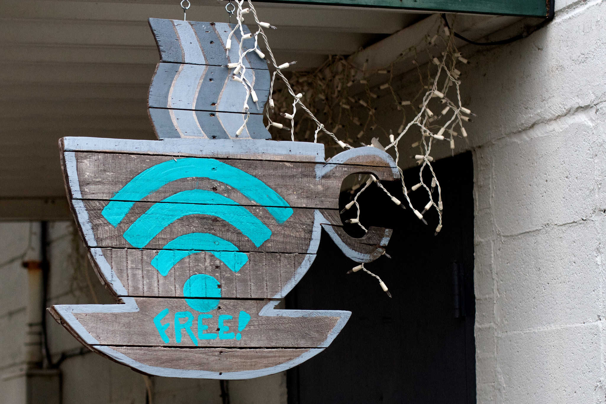 Public wifi security risks and how to use it safely and securely