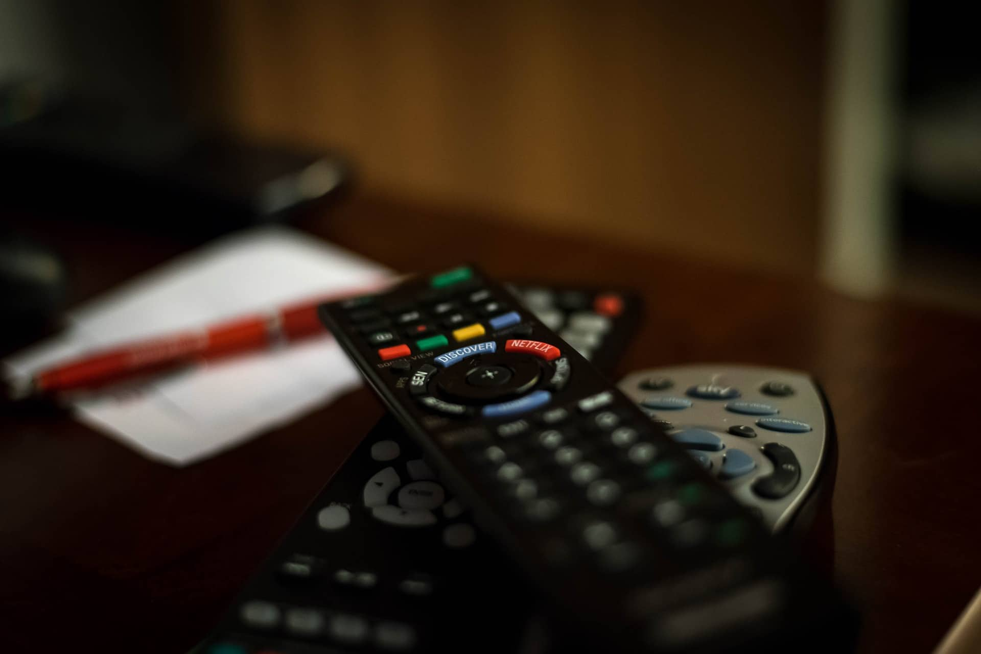 5 Best Kodi Remotes For 2017 2018 And Where To Buy Them Comparitech Very Simple Ir Remote Control Switch An Electrical Appliance Looking Better Integrate Into Your Home Theater Setup Weve Scoured The Market Researched Five Of So You Dont Have